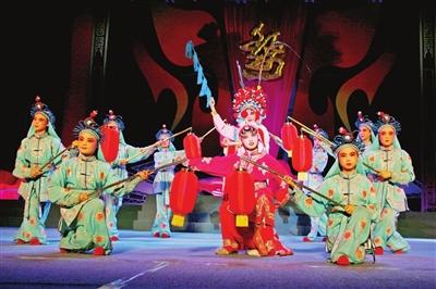 """该幼儿园把婺剧作为艺术教育的内容之一; 百名""""婺剧娃""""如花儿般绽放"""